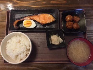 焼き魚定食MAREMIさんの日替り定食 – from Instagram